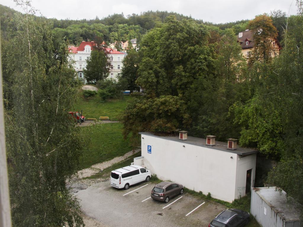 Pronájem 2+1, Karlovy Vary - Moravská, 8500 Kč, 63