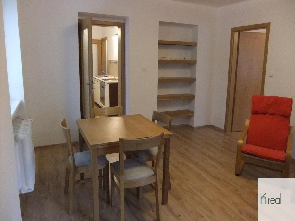Pronájem 2+1, Karlovy Vary - Luční, 9500 Kč, 66 m2