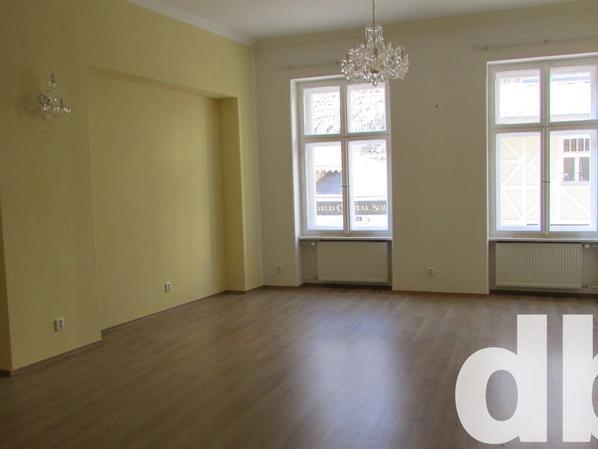 Pronájem 2+1, Karlovy Vary - K. Čapka, 10000 Kč, 76 m2