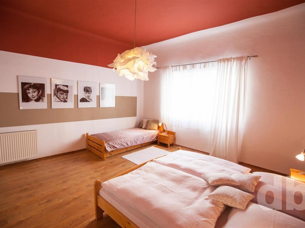 Pronájem 2+1, Karlovy Vary - Na vyhlídce, 16000 Kč, 60 m2