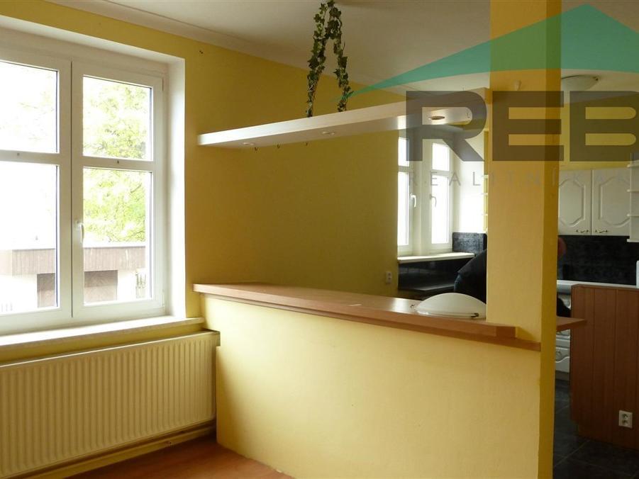 Pronájem 2+1, Karlovy Vary - K Linhartu, 6000 Kč, 66 m2