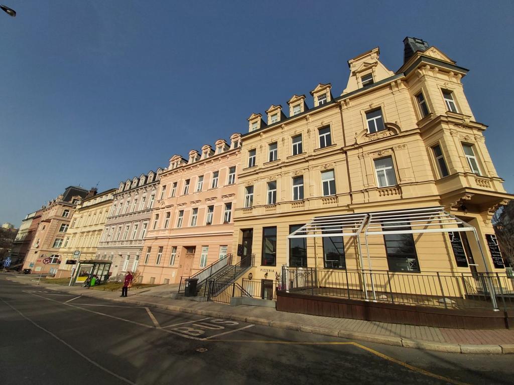 Pronájem 3+1, Karlovy Vary - náměstí Dr. M.